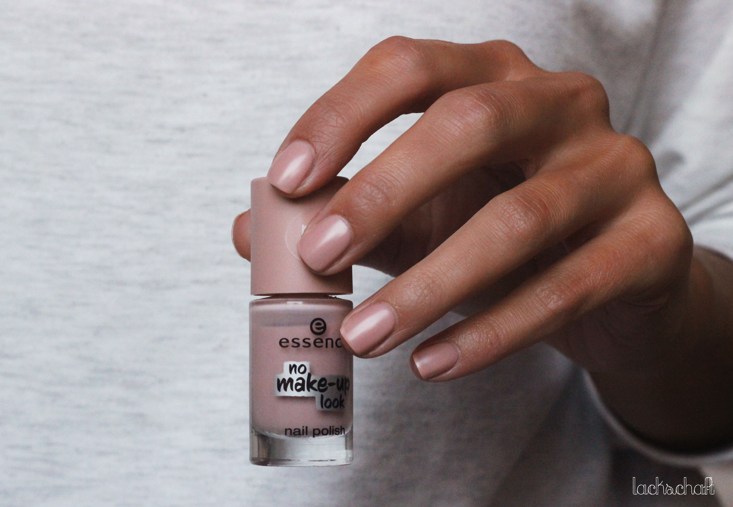 Essence_Nagellack_03-powdery-nude_Swatch