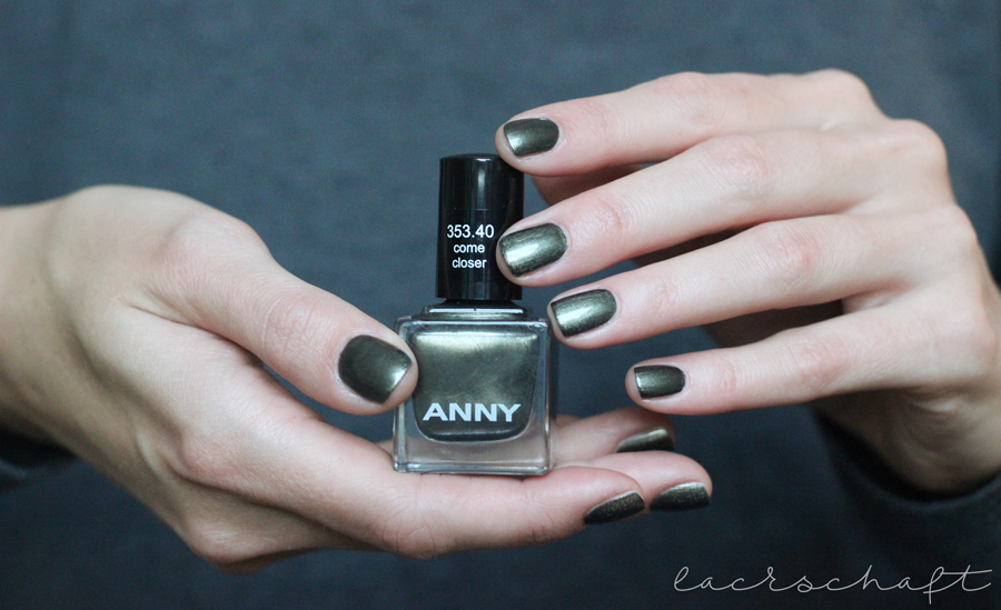 LUXURY MOUNTAIN RESORT Come Closer Swatch