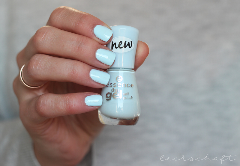 essence-the-gel-nail-polish-63-itsy-bitsy-blue-bikini