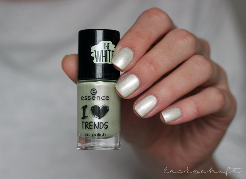 essence-the-whites-46-candy-clouds