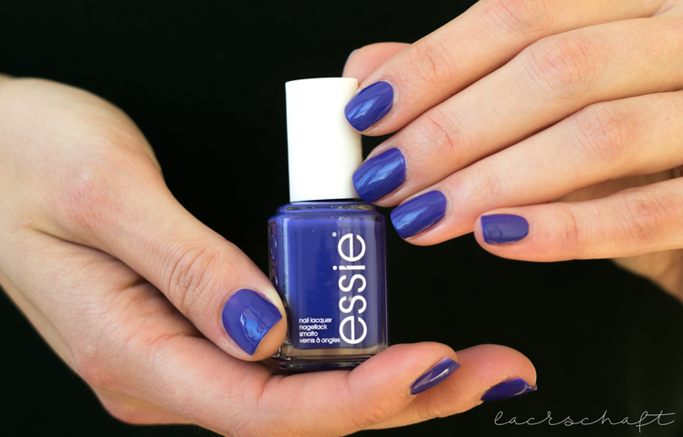 essie-all-access-pass-swatch-bottle-booth-hands