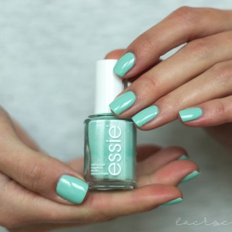 essie-mint-candy-apple-swatch-bottle-booth-hands