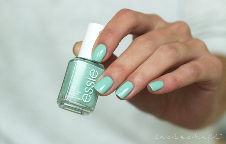 essie-mint-candy-apple-swatch-left-hand
