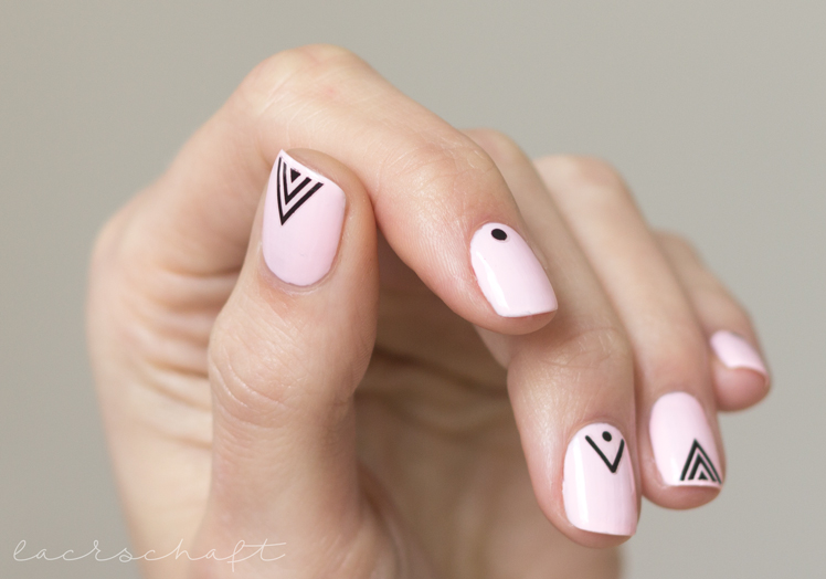 essie-romper-room-swatch-nailart-essence-nailsticker-tribe'o-metric-thumb