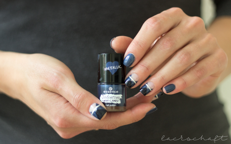 frischlackiertchallenge-bllogparade-negative-space-essence-talk-to-the-hand-naildesign2