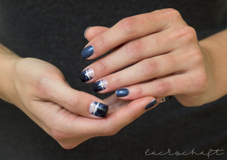 frischlackiertchallenge-bllogparade-negative-space-essence-talk-to-the-hand-naildesign3