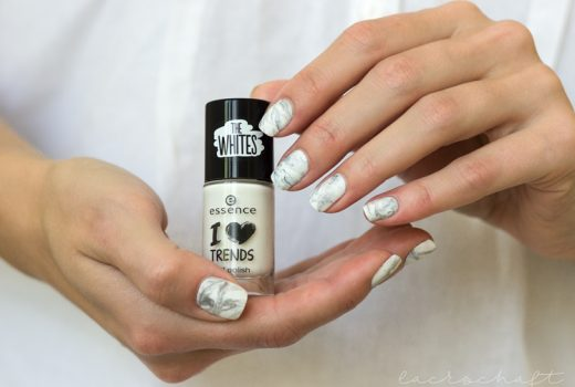 marblenails-nailart-essence-the-whites-i-love-marshmellows-both-hands2