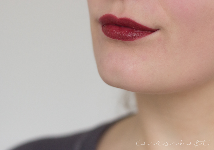 Astor-perfect-stay-fabulous-fiction-red-swatch