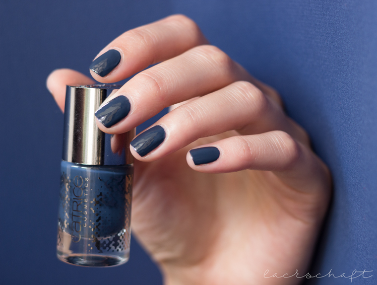 catrice-retrospective-le-review-swatches-nail-lacquer-nagellack-nailpolish-blue-flashback