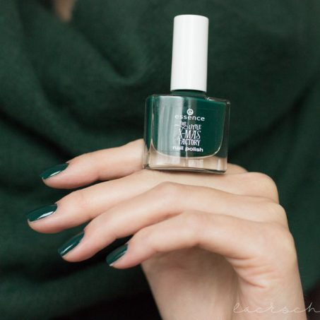 essence-the-little-xmas-factory-le-limited-edition-naillacquer-nailpolish-meet-me-under-the-mistletoe-swatch-1