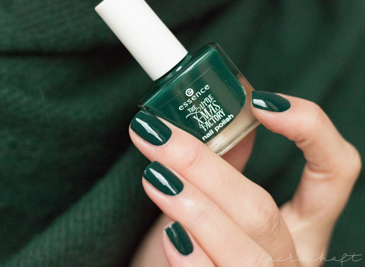 essence-the-little-xmas-factory-le-limited-edition-naillacquer-nailpolish-meet-me-under-the-mistletoe-swatch-2