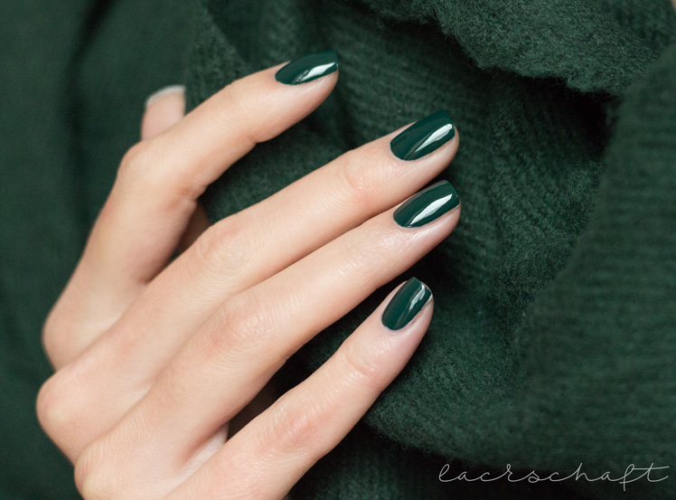 essence-the-little-xmas-factory-le-limited-edition-naillacquer-nailpolish-meet-me-under-the-mistletoe-swatch-4