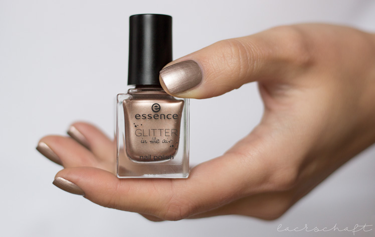 essence-glitter-in-the-air-nail-polish-03-too-glam-to-give-a-damn-swatch-1