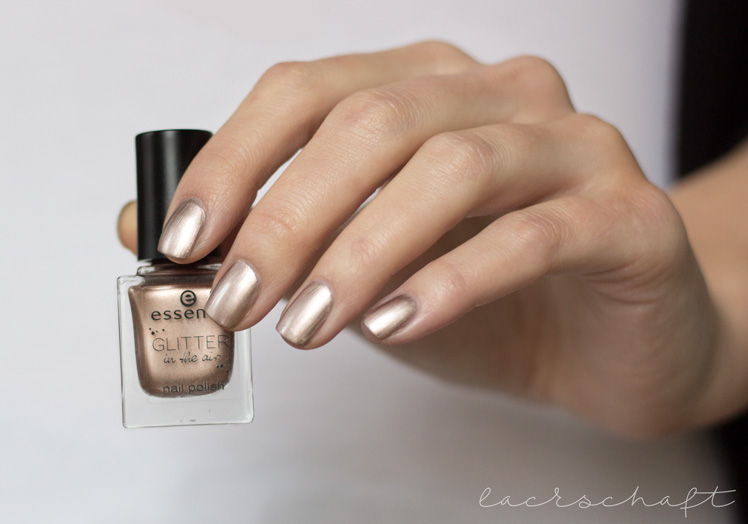essence-glitter-in-the-air-nail-polish-03-too-glam-to-give-a-damn-swatch-2