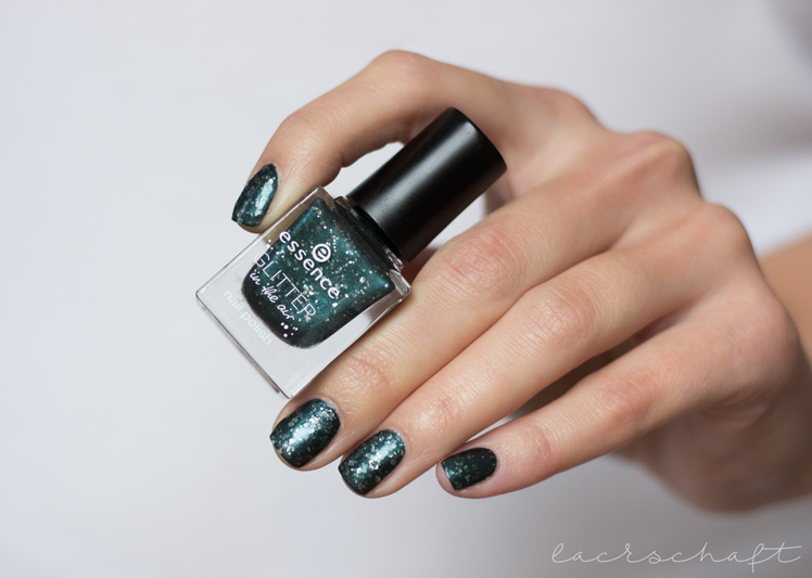 essence-glitter-in-the-air-nail-polish-04-born-to-sparkle-swatch-2