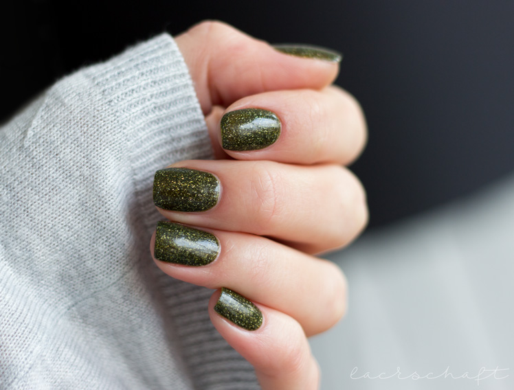 picture-polish-mossy-swatch-review-holo-indie-nailart-3