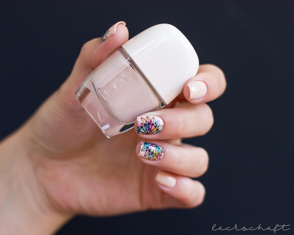 Frischlackiert-challange-mandala-nailart-lov-cosmetics-spring-make-up-collection-graceful-beige-p2-gloss-goes-neon-bundle-monster-festive-collection-bm-s309-stamping-1