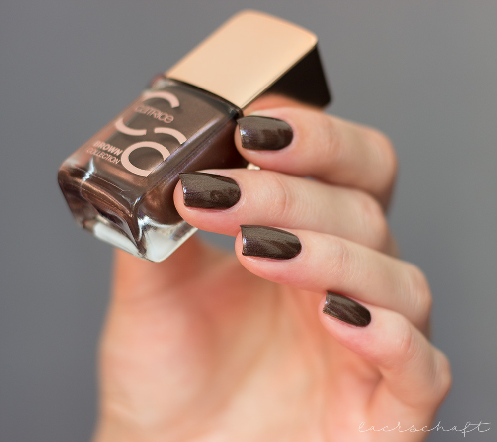 catrice-brown-collection-nail-lacquer-nailpolish-nagellack-01-fashion-addicted-swatch-sortimentsumstellung-2017-4
