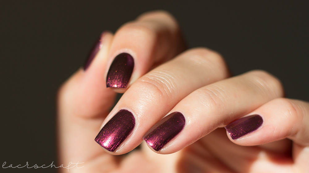 catrice-sortimentsumstellung-herbst-2017-chrome-infusion-nail-lacquer-nagellack-nail-polish-04-unexpected-Red-Duochrome-swatch-dupe-2