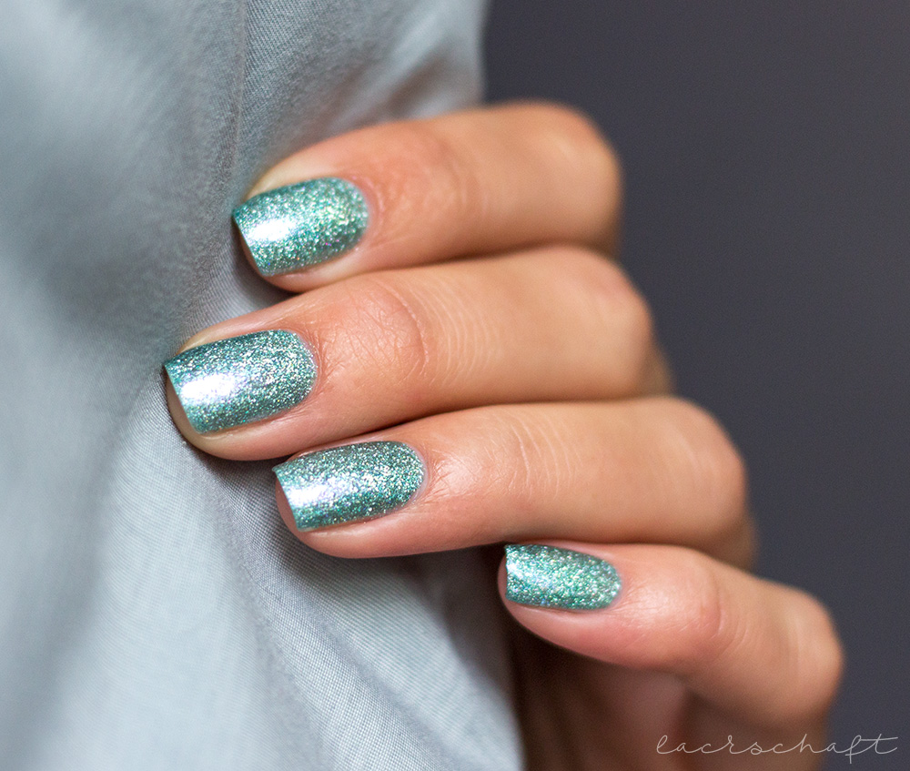 cirque-colors-winterbloom-2016-holo-indie-swatch-1