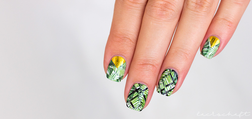 stickergigant-dschungelgold-nagelsticker-nailwraps-monstera-4