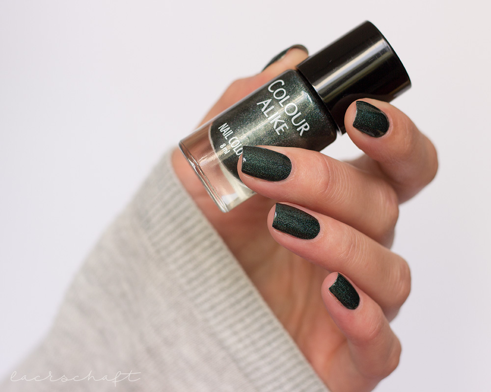 colour-alike-dark-holo-501-swatch-nails-1