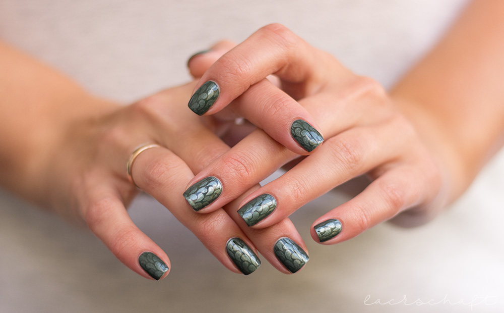edding-faithful-forest-green-strong-steal-tropfen-nailvinyls-nailart-droplets-1