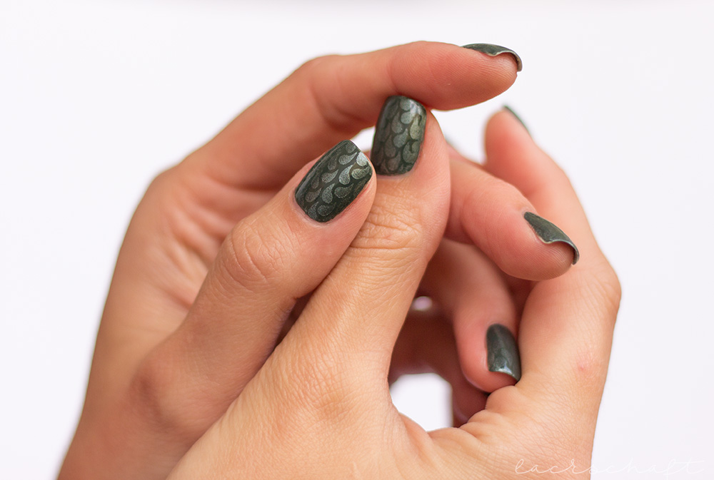 edding-faithful-forest-green-strong-steal-tropfen-nailvinyls-nailart-droplets-2