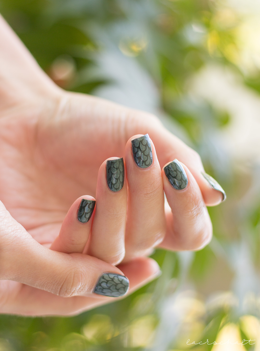 edding-faithful-forest-green-strong-steal-tropfen-nailvinyls-nailart-droplets-3