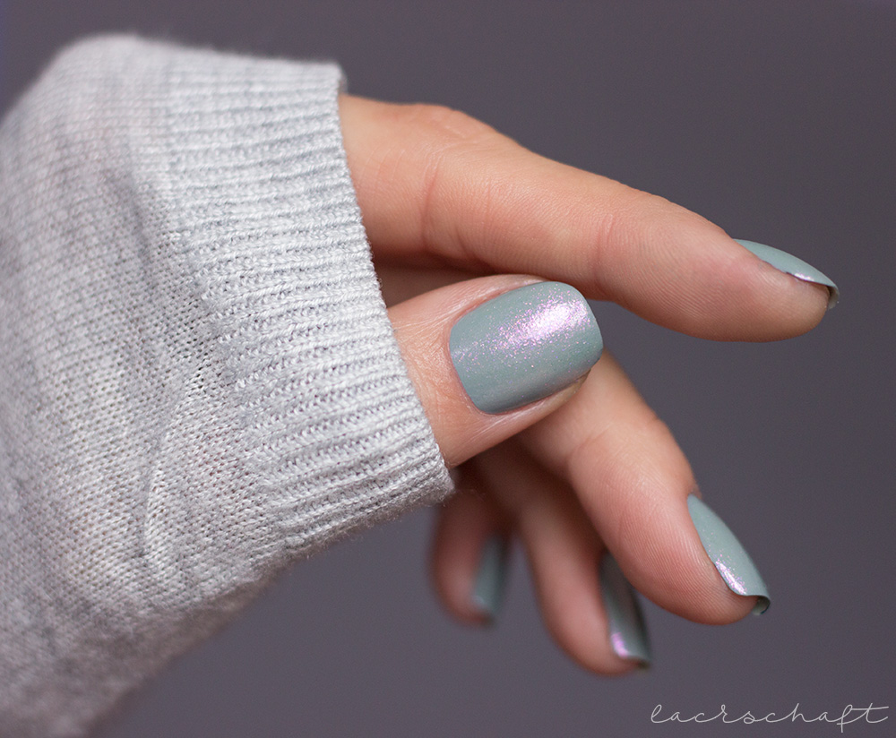CND-VINYLUX-Glacial-Illusion-Collection-swatch-nagellack-nailpolish-ice-bar-2