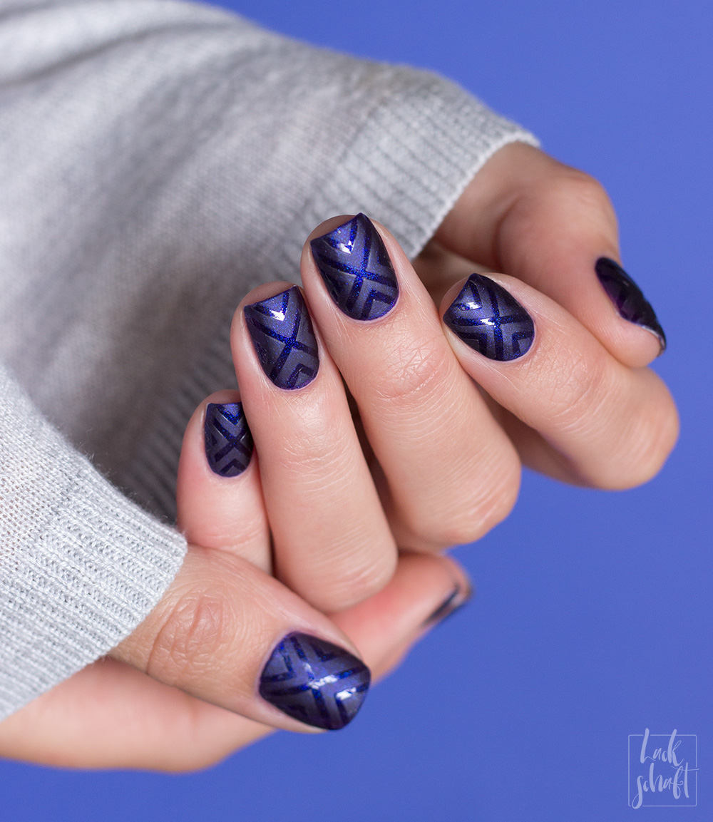 frischlackiert-challenge-matt-glänzend-nailart-vinyls-glossworks-savue-midnight-at-the-oasis-1
