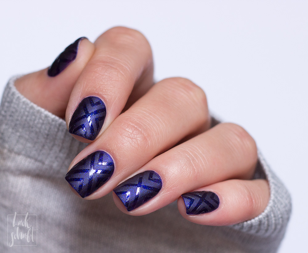 frischlackiert-challenge-matt-glänzend-nailart-vinyls-glossworks-savue-midnight-at-the-oasis-3