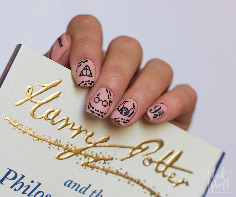 Harry-Potter-Nailart-Frehand-magic-Wizard-4