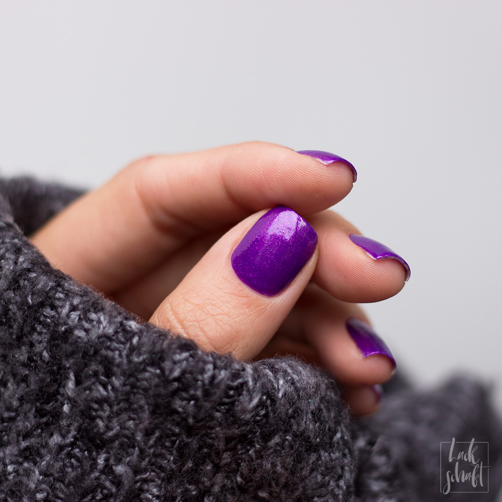 essence-the-gel-nail-polish-colour-of-the-year-2018-ultra-violet-swatch-1