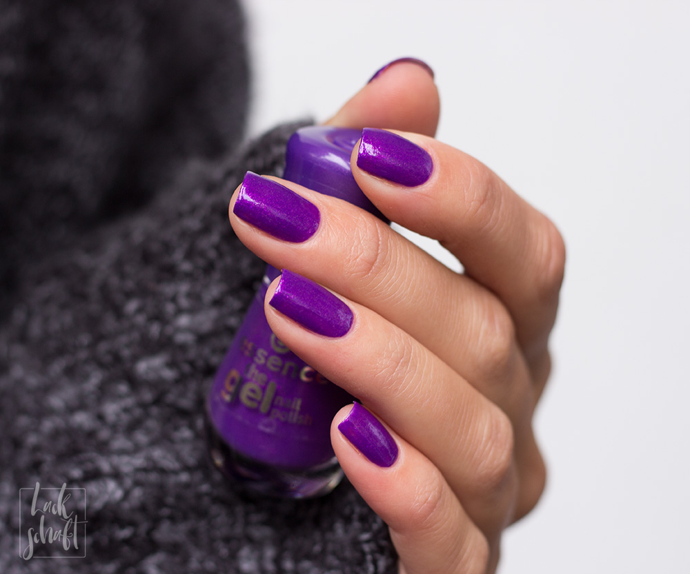 essence-the-gel-nail-polish-colour-of-the-year-2018-ultra-violet-swatch-3