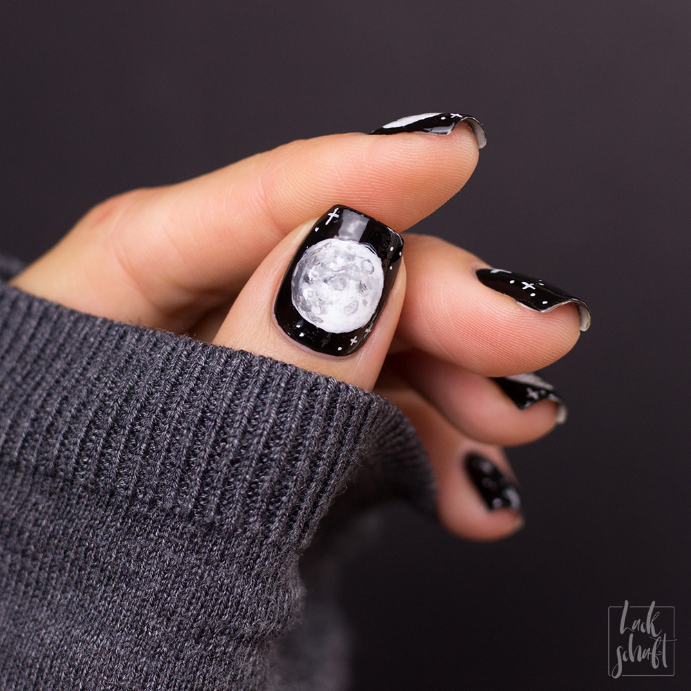 Copycat-Moon-Mond-Nailart-Freehand-Black-and-White-1