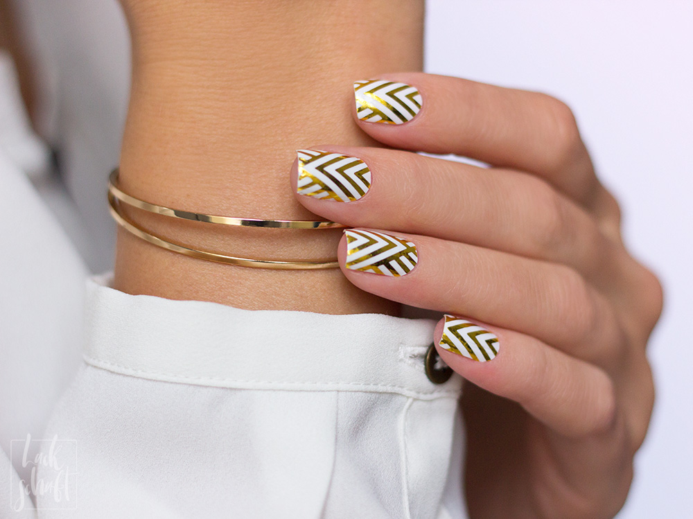 Stickergigant-Chevrongold-Lackschaft-Nagelsticker-Nagelfolien-Nailwraps-Chevron-1