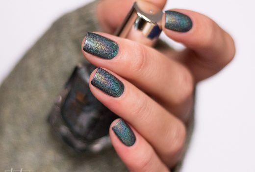 a-england-return-to-manderley-holographic-nailpolish-swatch-3