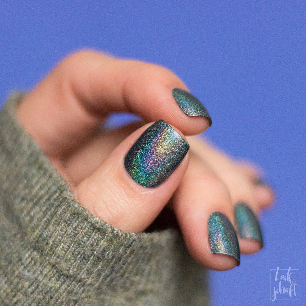 a-england-return-to-manderley-holographic-nailpolish-swatch-4