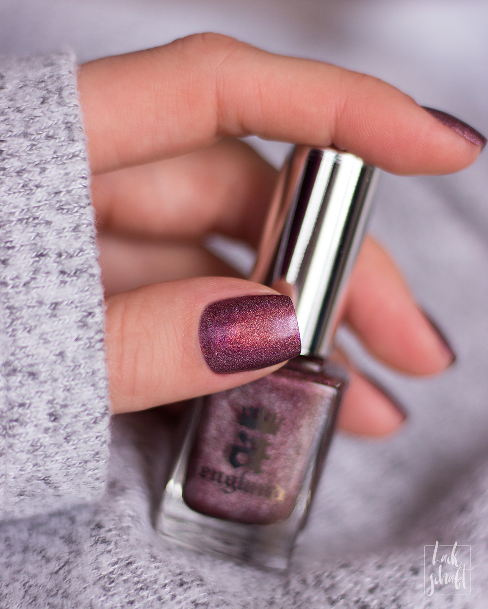 a-england-return-to-manderley-maxim-holographic-nailpolish-swatch-2