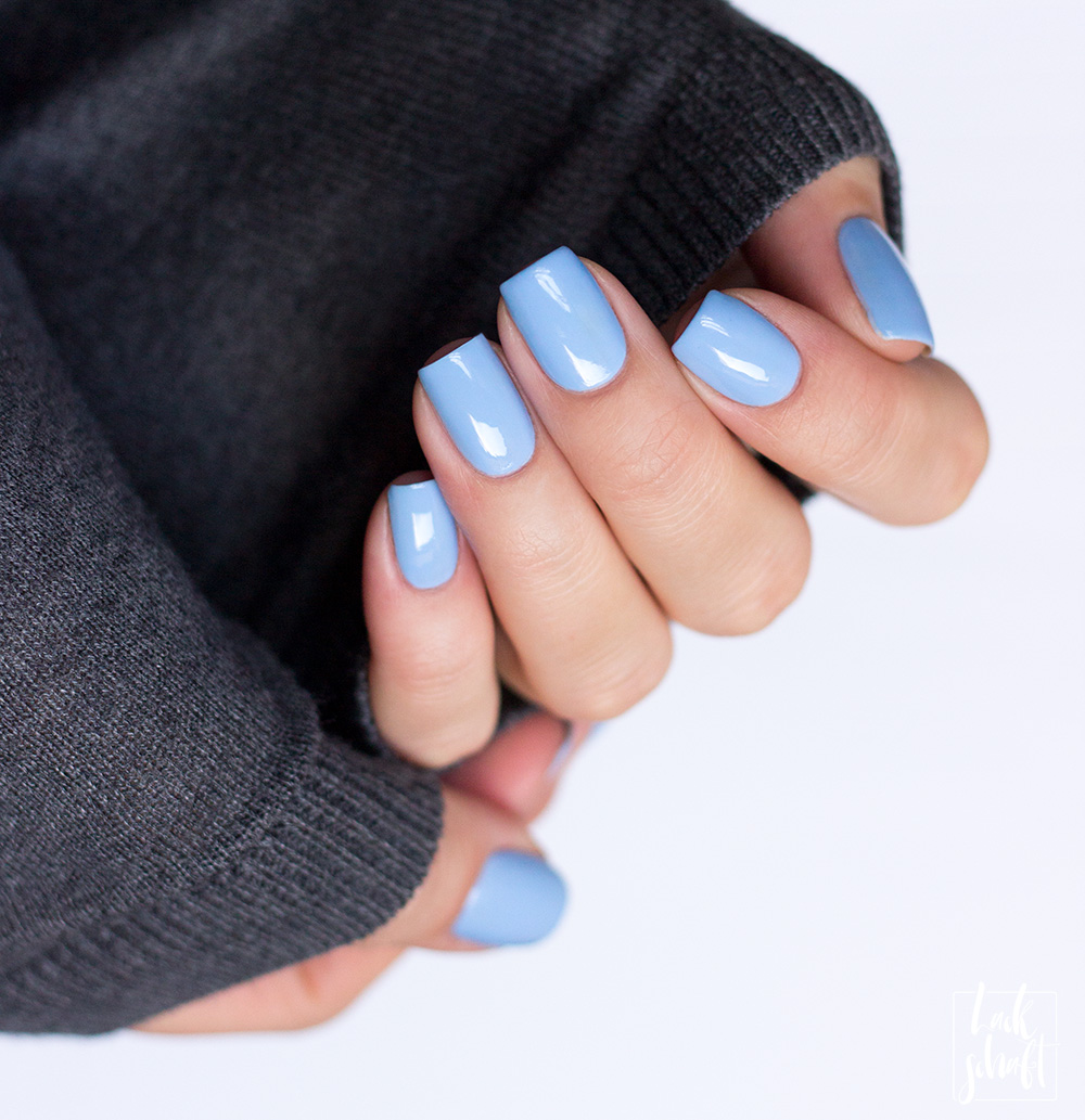 OPI-Nutcracker-LE-2018-Dreams-need-Clara-fication-Hellblau-Nagellack-Swatch-4