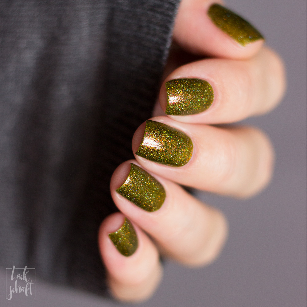 FUN-Lacquer-Woods-Green-Holo-Swatch-1
