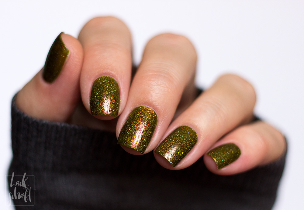 FUN-Lacquer-Woods-Green-Holo-Swatch-3