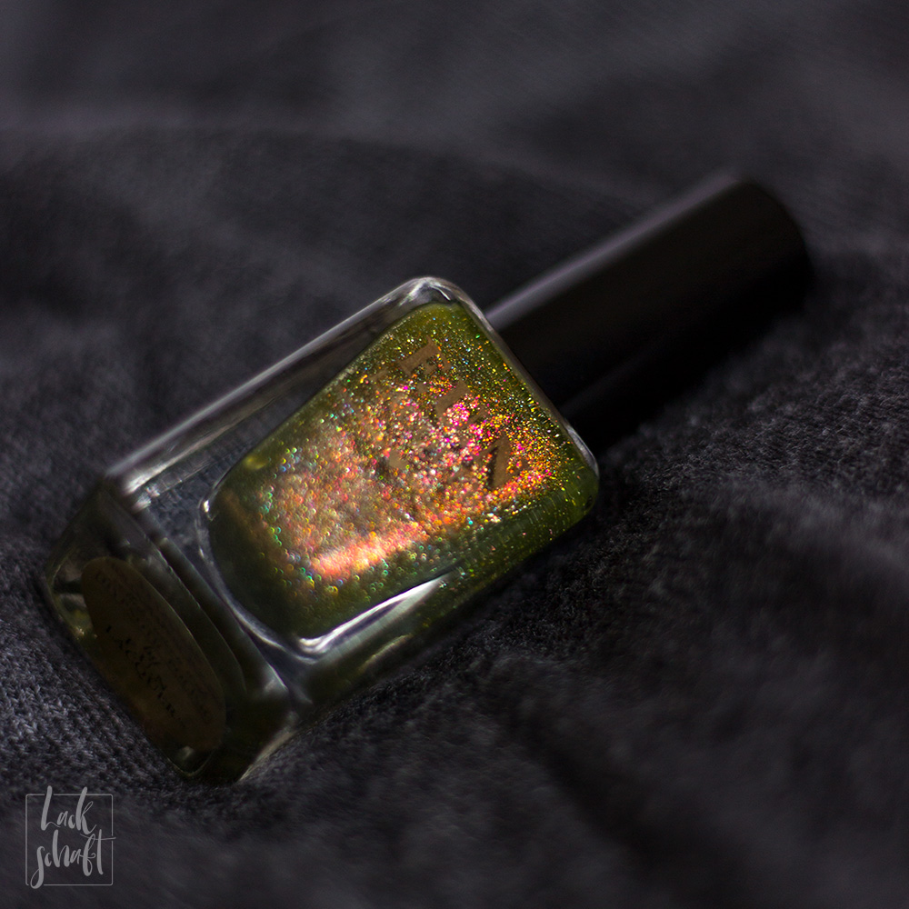 FUN-Lacquer-Woods-Green-Holo-Swatch-4