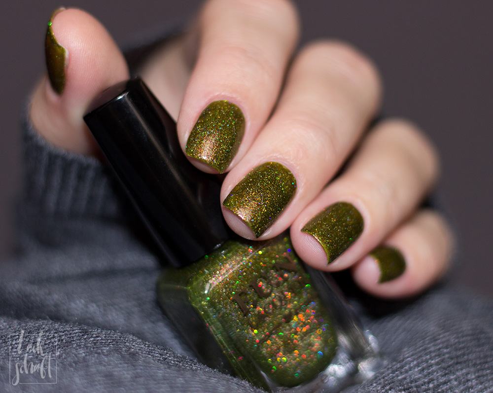 FUN-Lacquer-Woods-Green-Holo-Swatch-5