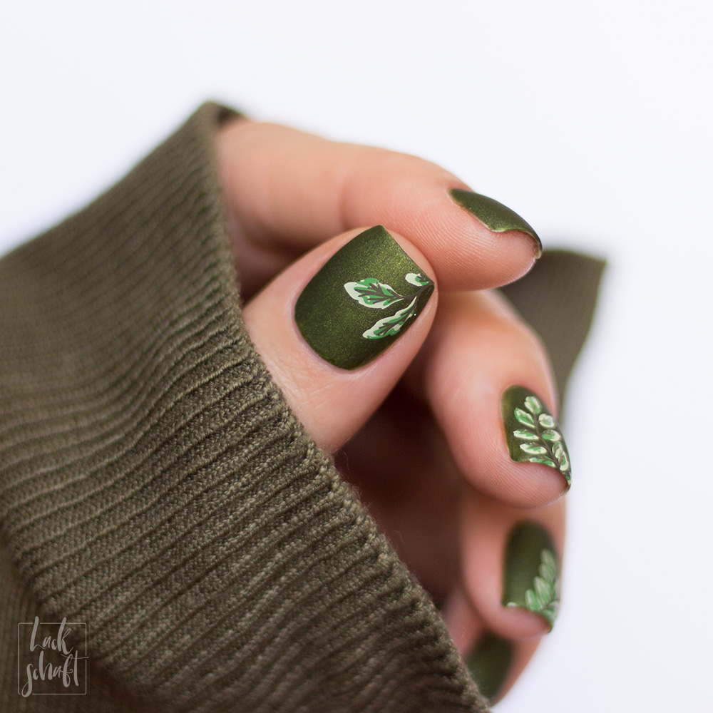 essie-sweater-weather-Nagellack-Grün-Swatch-nailart-stamping-moyou-fall-in-love-2