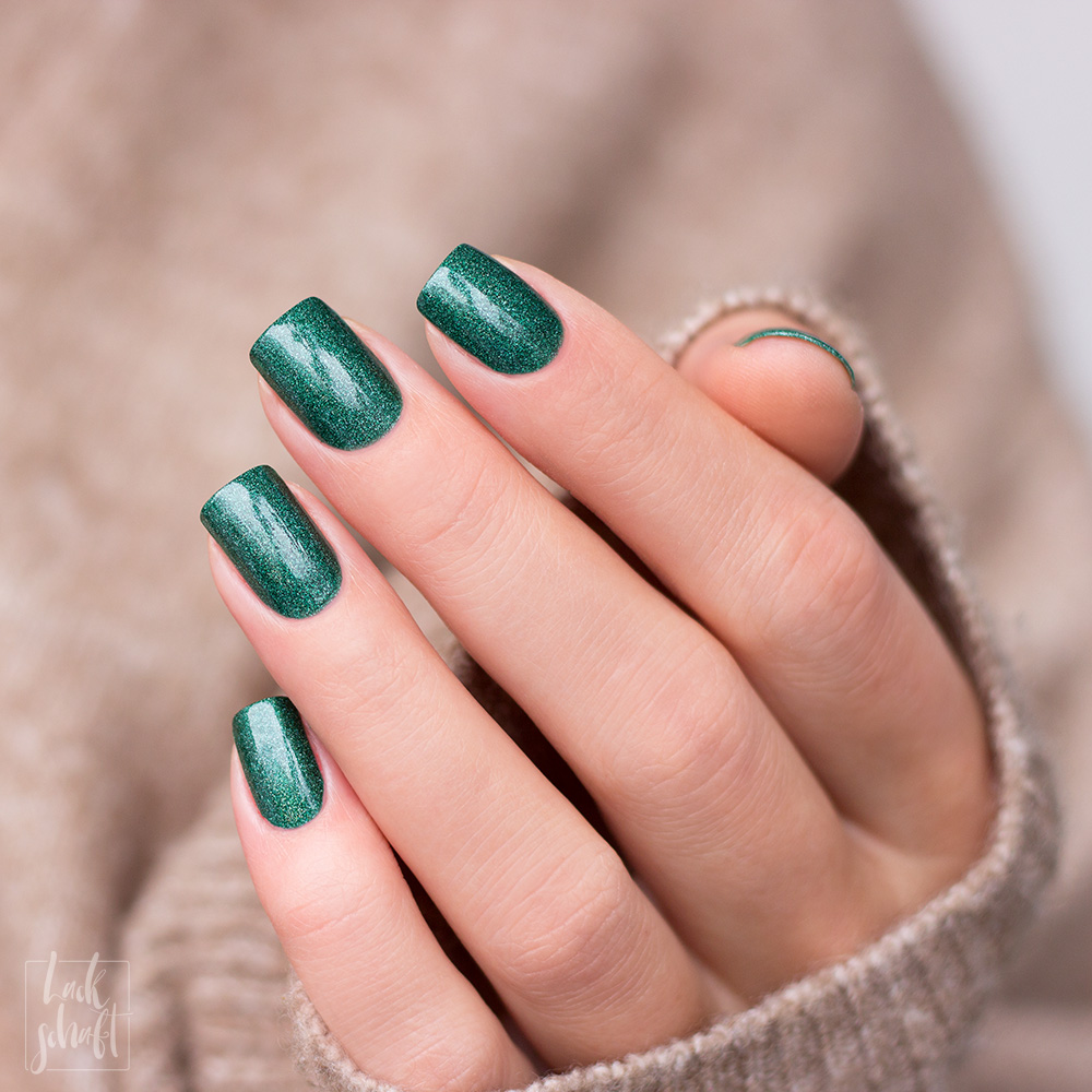 A-England-Moment-with-virgina-Collection-Mrs-Dalloway-Green-Holo-Swatch-5