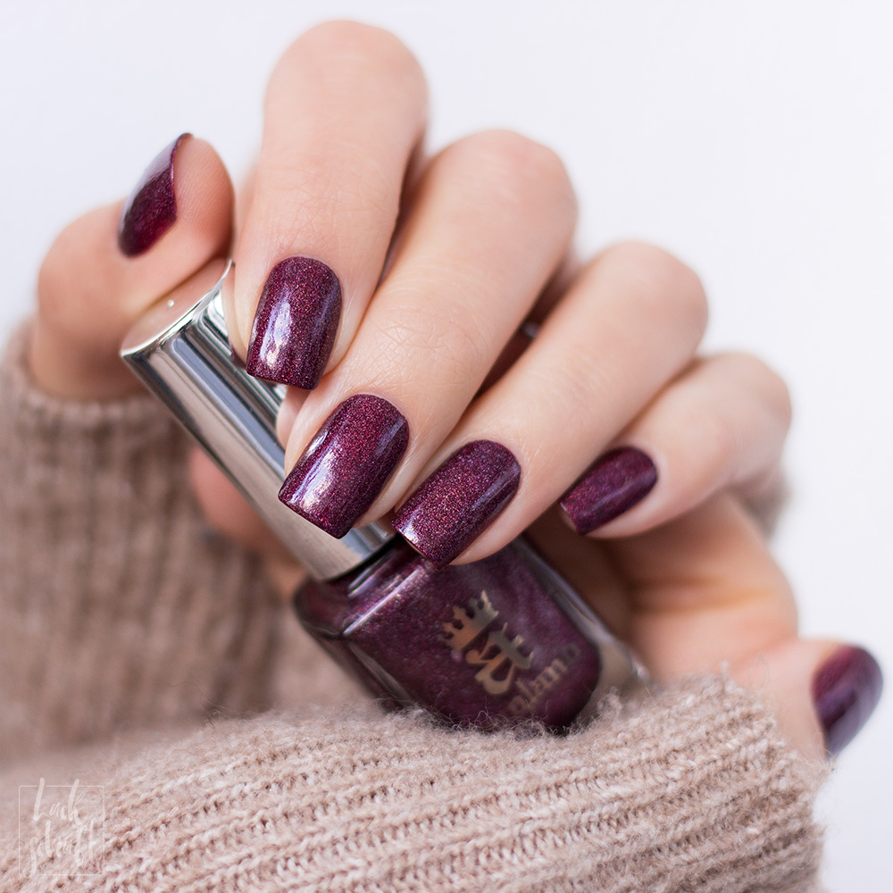 A-England-Moment-with-virgina-Collection-Virgina-Woolf-Red-Violett-Holo-Swatch-1