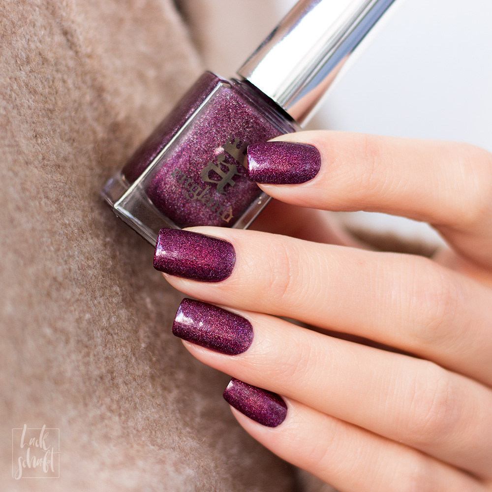 A-England-Moment-with-virgina-Collection-Virgina-Woolf-Red-Violett-Holo-Swatch-5