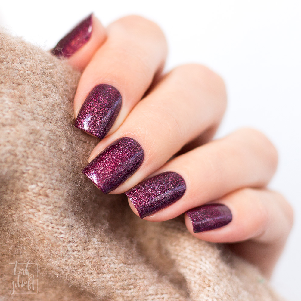 A-England-Moment-with-virgina-Collection-Virgina-Woolf-Red-Violett-Holo-Swatch-6